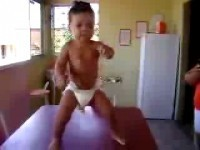 Bébé dance superstar